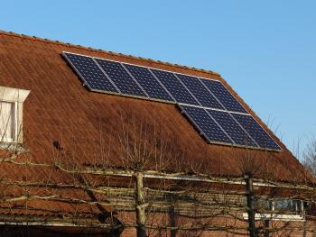 Isolated photovoltaic installations